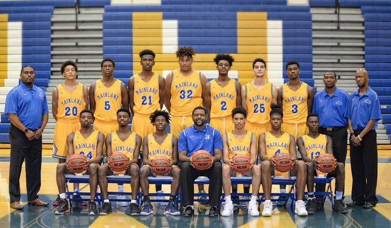 Mainland 2017-18 Basketball - Team Photo